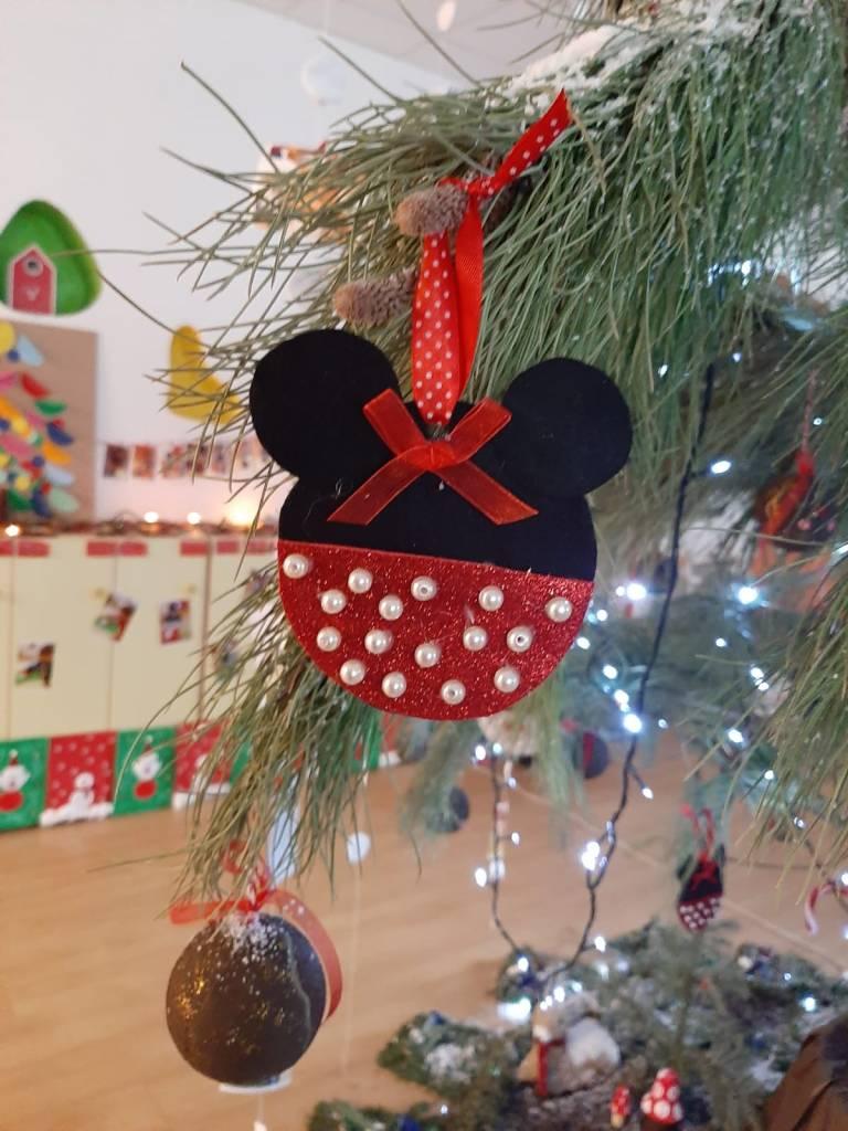 La mostra di Natale di quest'anno ha trasformato il nostro Nido in un bosco d'inverno. Dietro ogni lavoretto vi è la voglia di imparare, e di crescere insieme. Auguriamo a tutte le famiglie un anno pieno di colore e allegria!